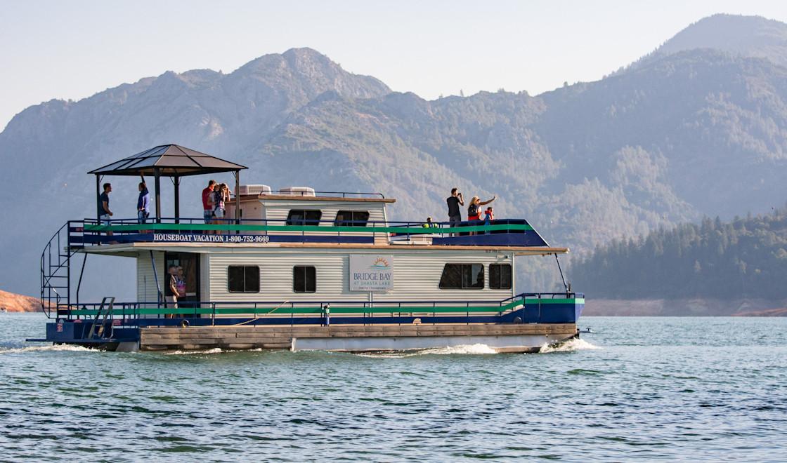 Bridge bay resort shasta lake houseboat rentals for Houseboats for rent in california