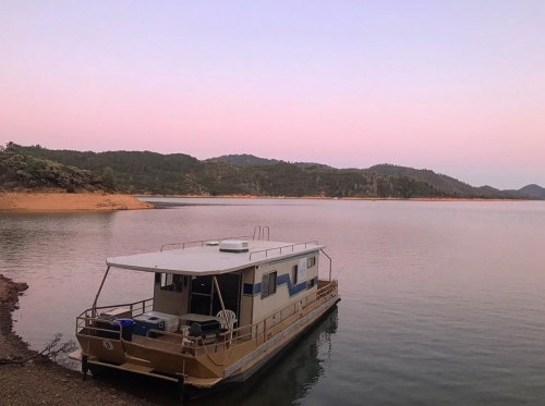 Find the Perfect Houseboat for You!